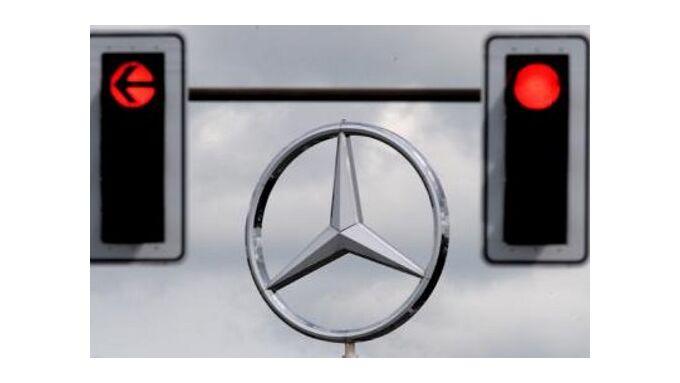 Daimler tief in den roten Zahlen
