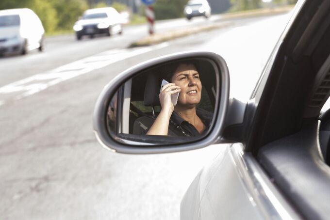 Handy auf Fahrt