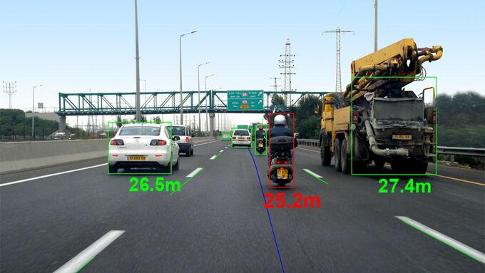 In der Schweiz trat das Nachrüstsystem Mobileye 560 zu einem Vergleich mit zwei etablierten, festinstallierten Fahrerassistenzsystemen an.