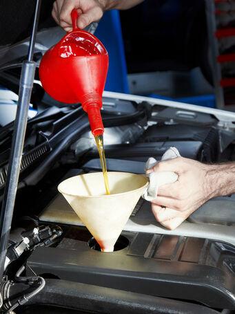 Berufsbild Fuhrparkmanager, Ölwechsel