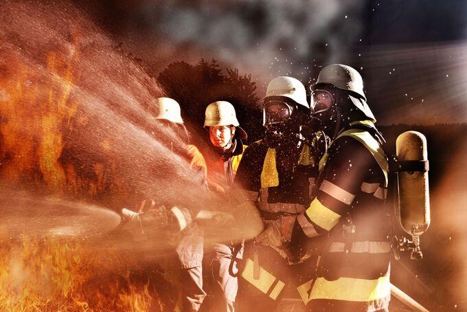 Brand, Feuerwehr, Einsatz, Flammen, Feuerwehrmänner, löschen