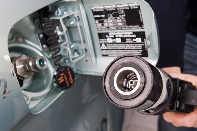 Mercedes B-Klasse F-Cell, H2O Hydrogen, tanken