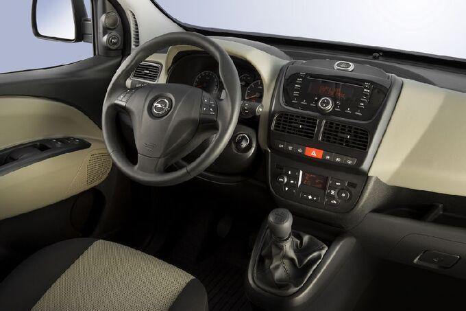 Opel Combo Tour 2.0 CDTi, Cockpit