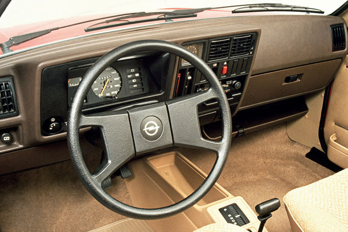 Opel Kadett D, 80er-Jahre-Plastikorgie