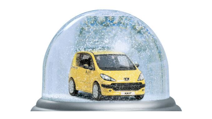Peugeot in der Schneekugel